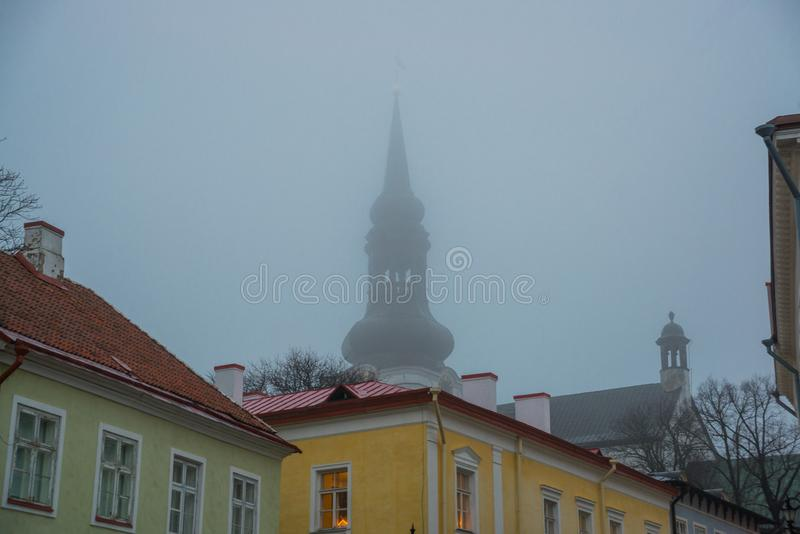 Kupolkyrka, domkyrka av St Mary oskulden på den Toompea kullen i Tallinn, Estland royaltyfri fotografi