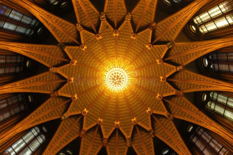Kuppel mit Verzierung lizenzfreie stockbilder