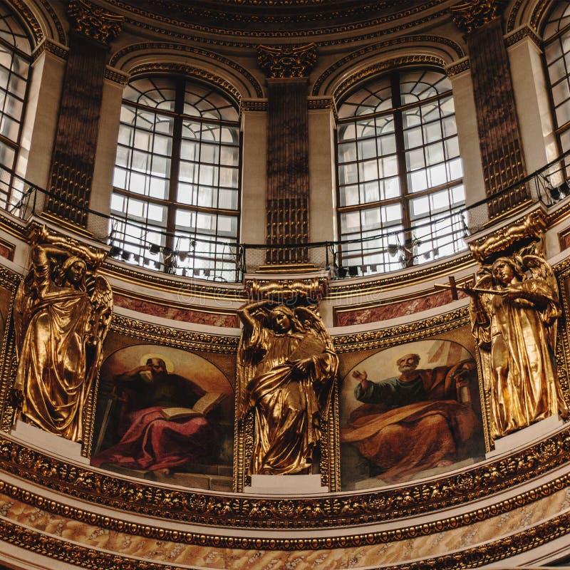 Kuppel von St. Isaac Cathedral lizenzfreie stockfotografie