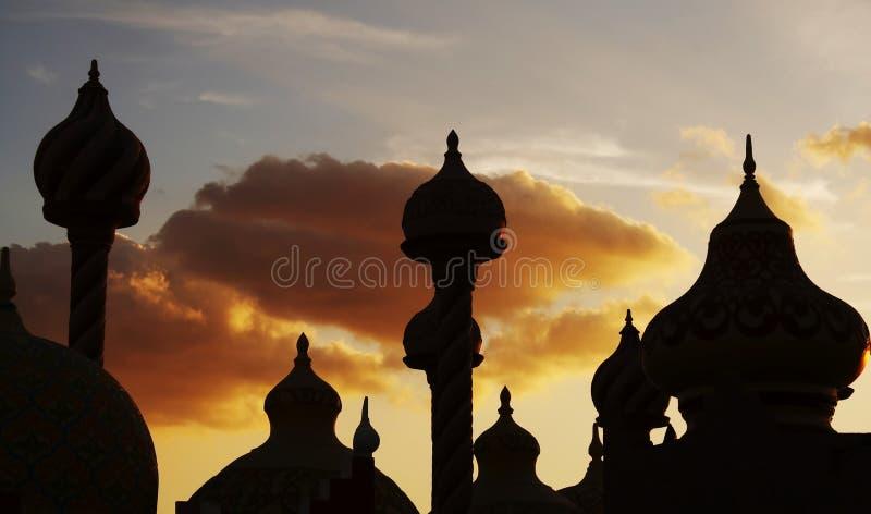 Kuppelschattenbild auf dem Sonnenuntergang lizenzfreie stockfotos