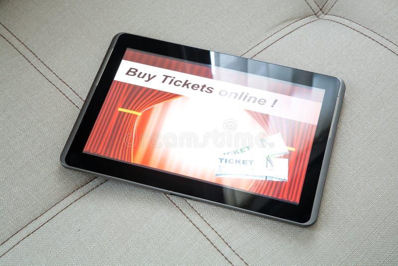 Download Kupuje Kinowych Bilety Online Z Pastylka Pecetem Obraz Stock - Obraz złożonej z rozrywka, enter: 53792873