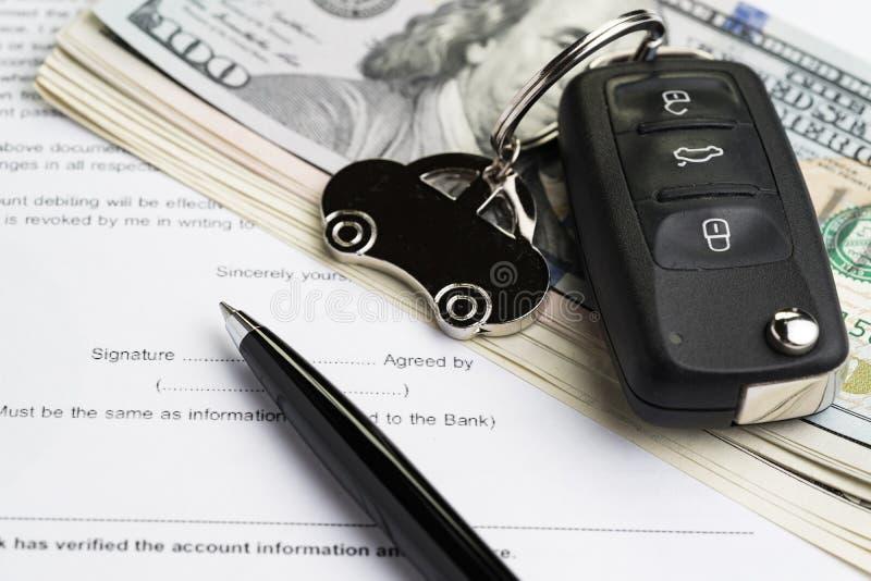 Kupuje samochód, sprzedaje, nabywa samochód usługa z kluczy wi lub dzierżawi, zdjęcie royalty free