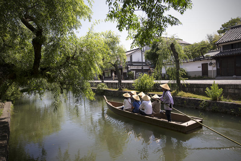 KURASHIKI GIAPPONE - 3 GIUGNO: I viaggiatori enjoing con il histor immagine stock