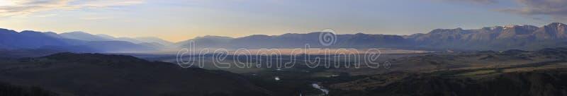 Kuray山脉和北部Chuya全景  库存图片