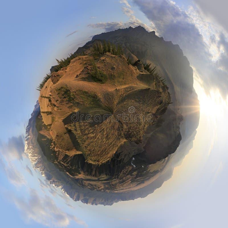 Kuray山脉和北部Chuya圆形幻画  免版税库存照片