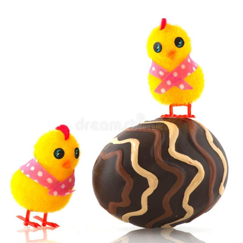 Download Kurczątek Easter jajko obraz stock. Obraz złożonej z czekolada - 13327255