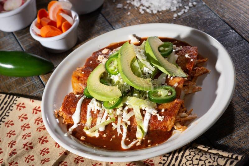 Kurczaków enchiladas z avocado zdjęcie stock