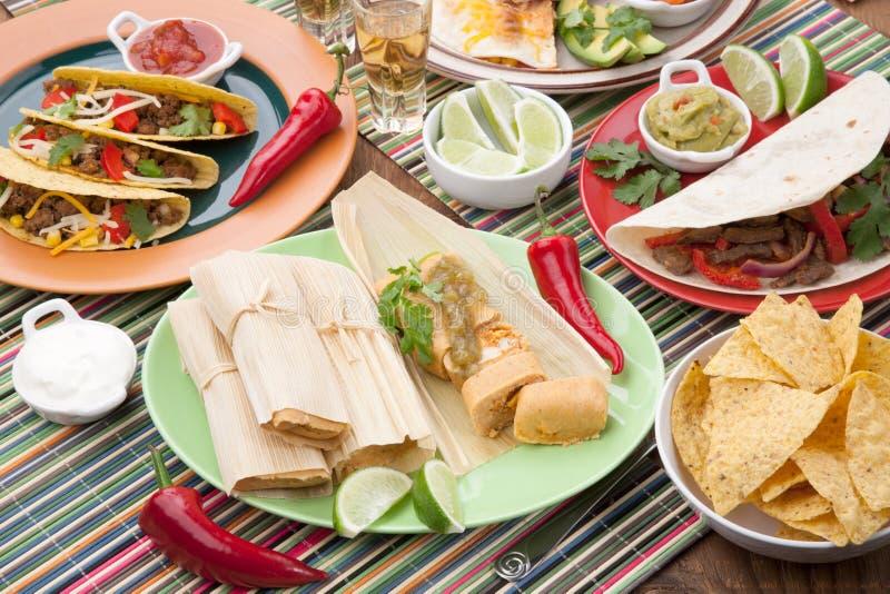 Kurczaków tamales Z Zielonym salsa zdjęcia royalty free