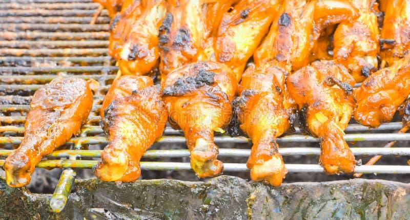 Kurczak łydki i kurczaków skrzydła, piec na grillu fotografia stock