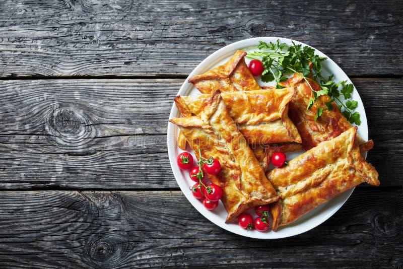 Kurczak Faszerował Ptysiowego ciasto Borek, odgórny widok obrazy stock
