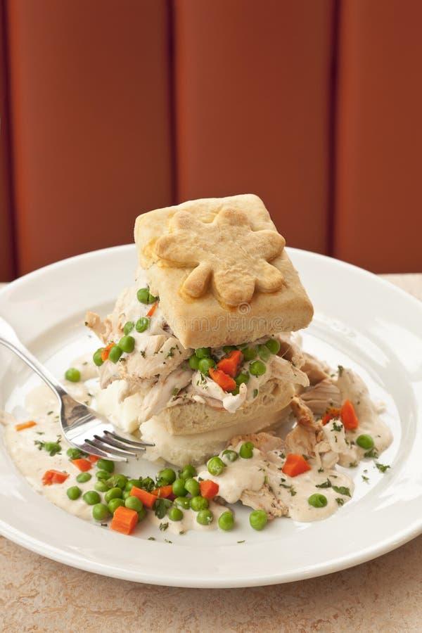 Kurczak i ciastka tradycyjny Irlandzki jedzenie dla świętego St Patricks dnia obraz royalty free
