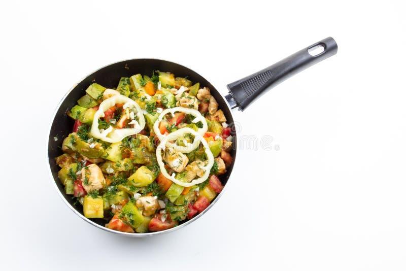 Kurczak marchewka i zucchini na niecki jarzynowym jedzeniu, kuchnia zdjęcia stock