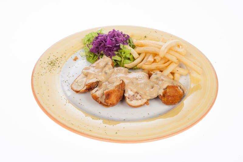 Kurczak pierś faszerująca z pieczarkowego kumberlandu i francuza dłoniakami zdjęcia stock
