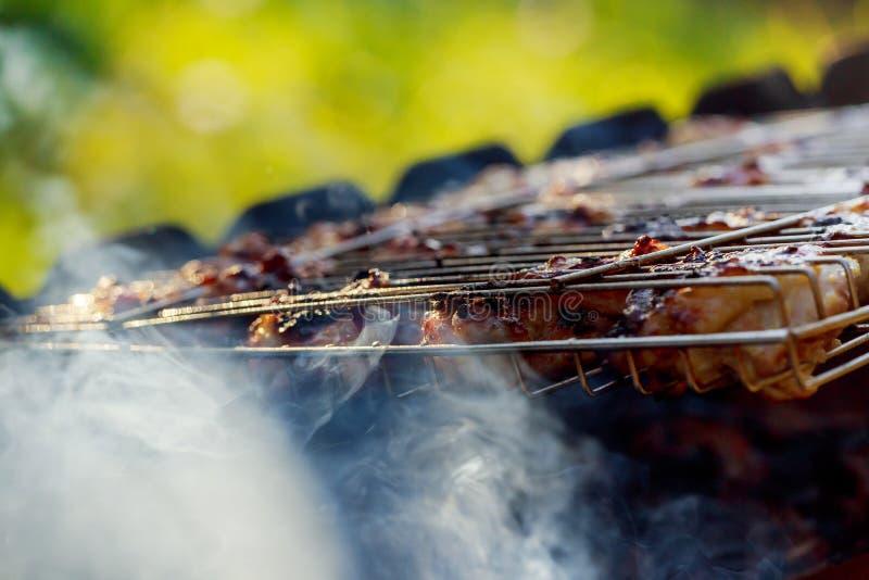 kurczak piersi kucharz na barbque grillu obrazy stock