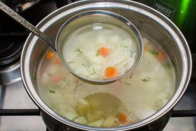 Download Kurczak Polewka Chińska Karmowa Restauracyjna Obraz Stock - Obraz złożonej z kurczak, kuchenka: 53780057