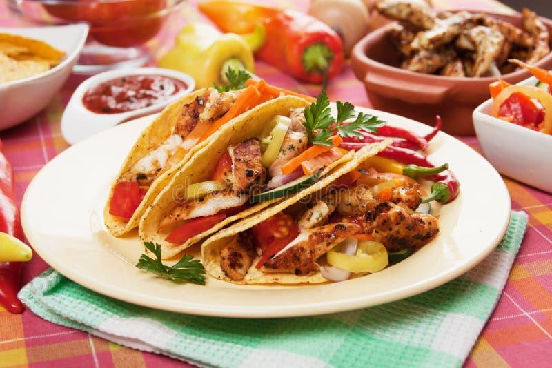 kurczak sałatka łuska taco zdjęcia stock