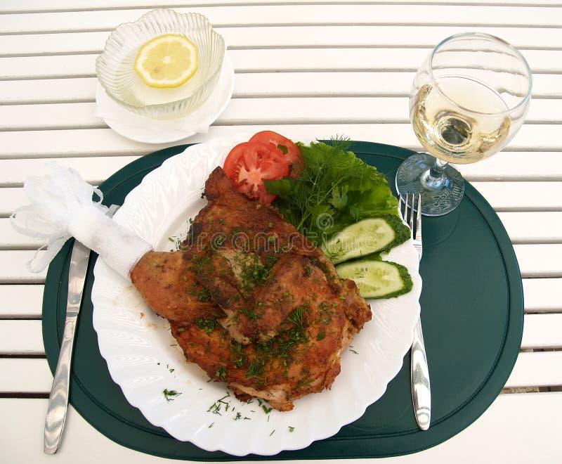 Kurczak tytoń z świeżymi warzywami Jedzenie zdjęcie royalty free