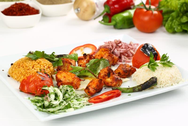 Kurczaka kebab w talerzu zdjęcia stock