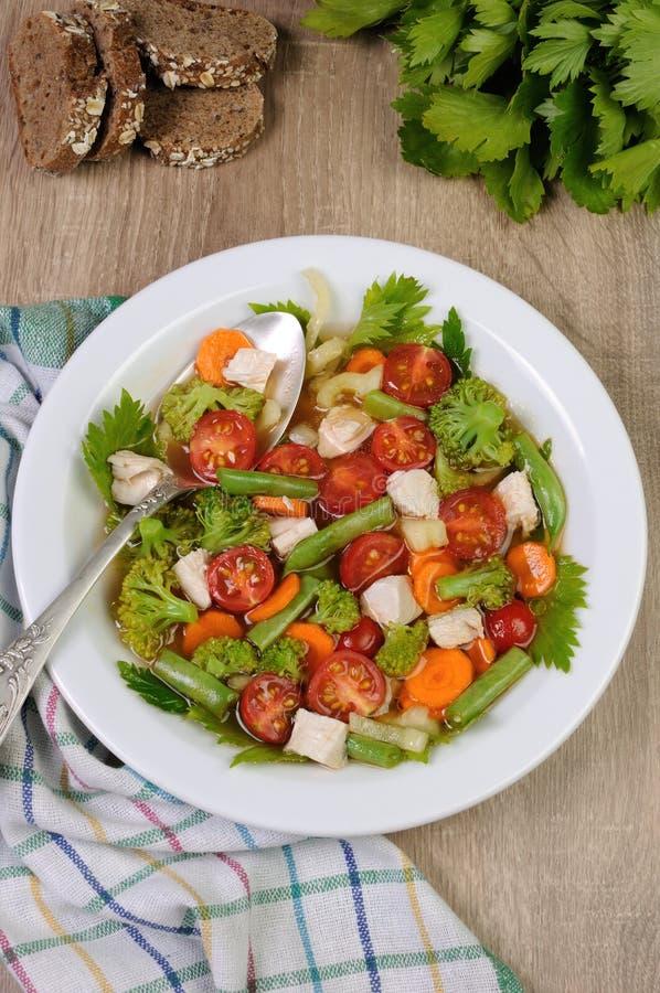 Download Kurczaka polewki warzywo zdjęcie stock. Obraz złożonej z lunch - 57664754