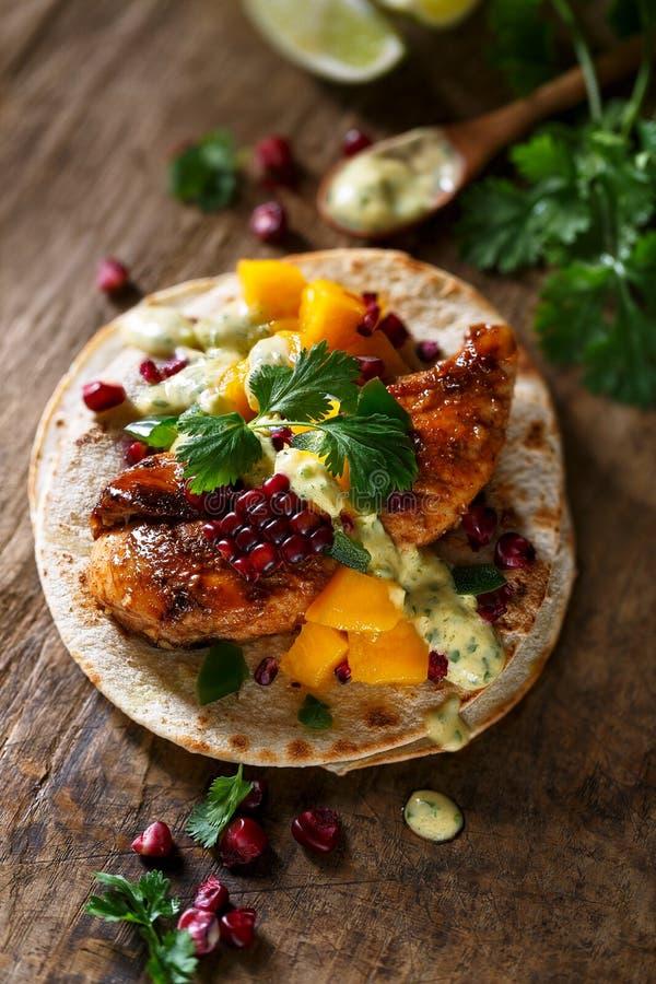Kurczaka tacos dla gościa restauracji obraz stock