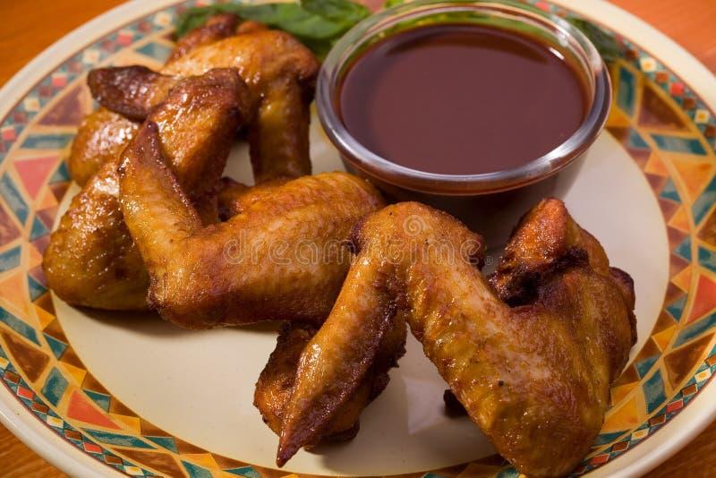 kurczaki smażący skrzydła zdjęcie royalty free