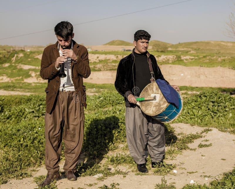 Kurdische Männer, die Musik spielen lizenzfreie stockfotografie