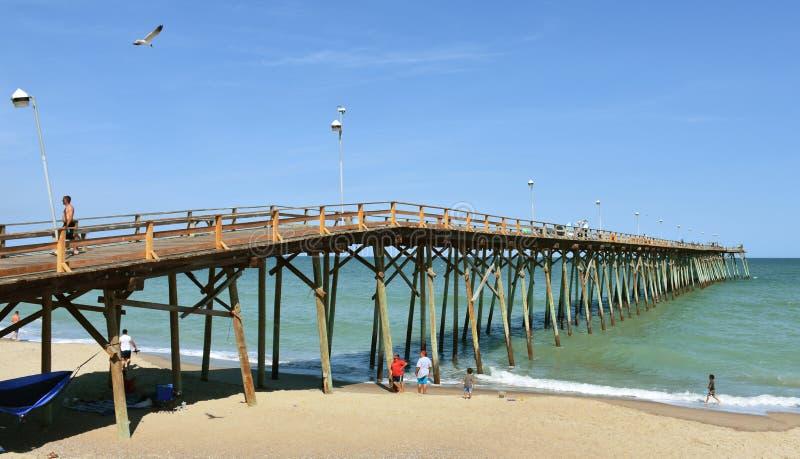 Kure plaży połowu molo, Pólnocna Karolina fotografia royalty free