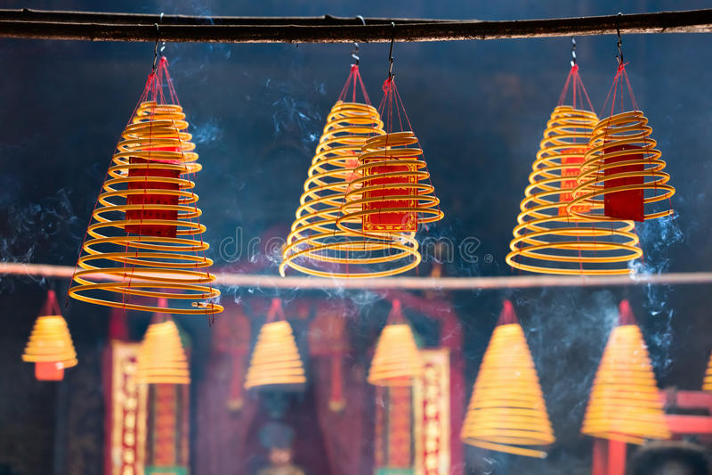 Kurenda kadzi w Chińskiej świątyni fotografia royalty free