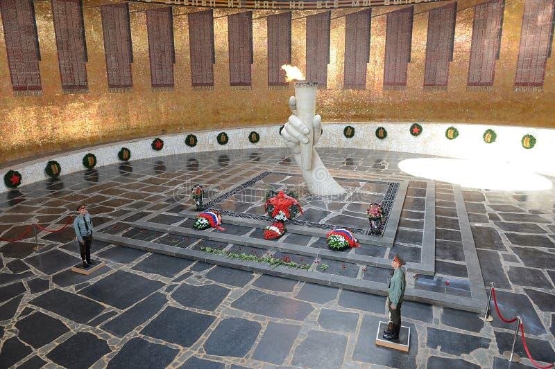 kurgan mamaev 永恒火焰在军事荣耀大厅里  库存照片