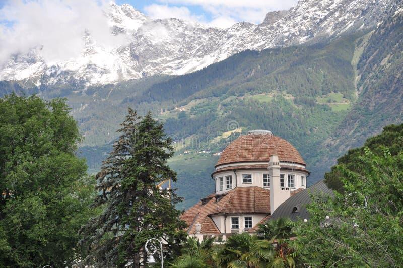 Kurhaus de Merano en el Tyrol del sur imagenes de archivo