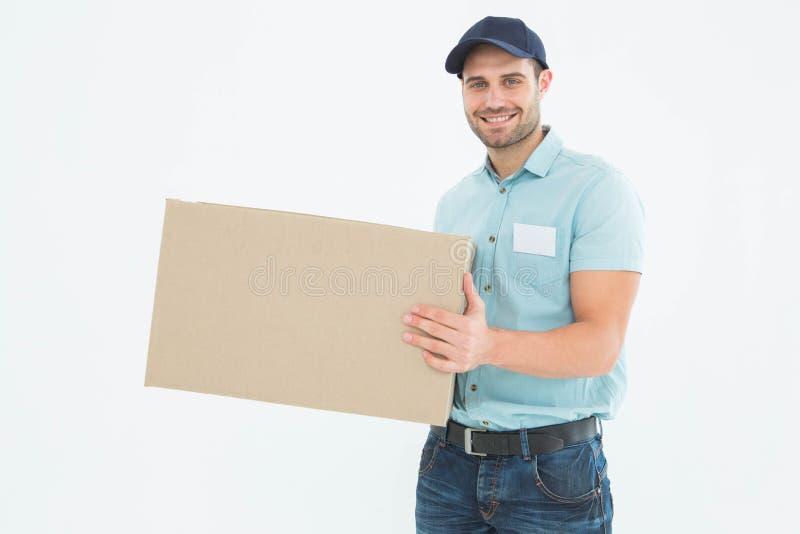 Kuriera mężczyzna przewożenia karton obraz royalty free
