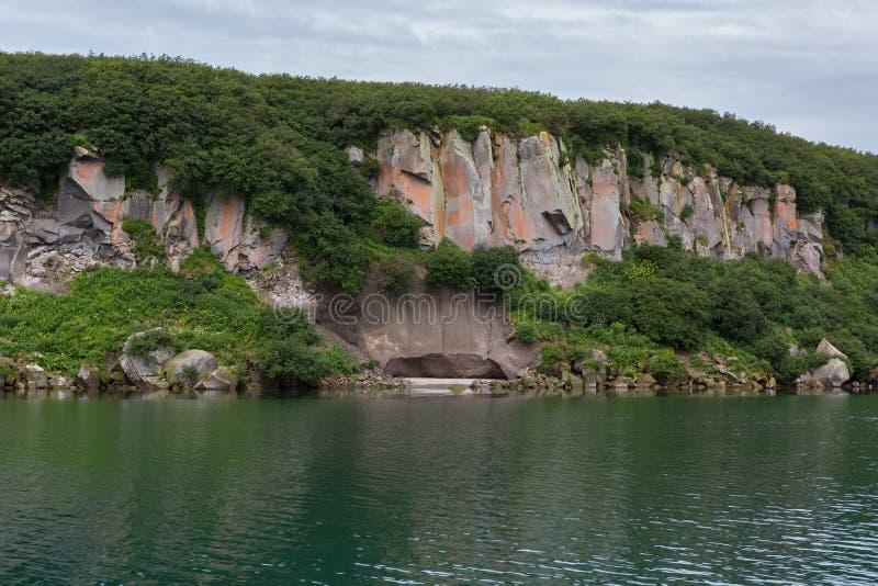 Kurile sjön är caldera- och kratersjön i östlig vulkanisk zon av Kamchatka arkivbild
