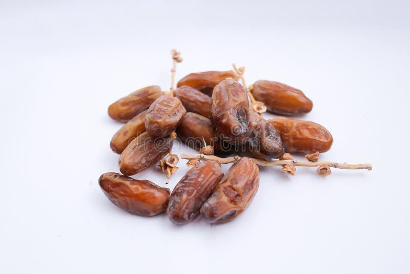 Kurma ou frutos das datas isolados no fundo branco para Ramadhan imagem de stock royalty free