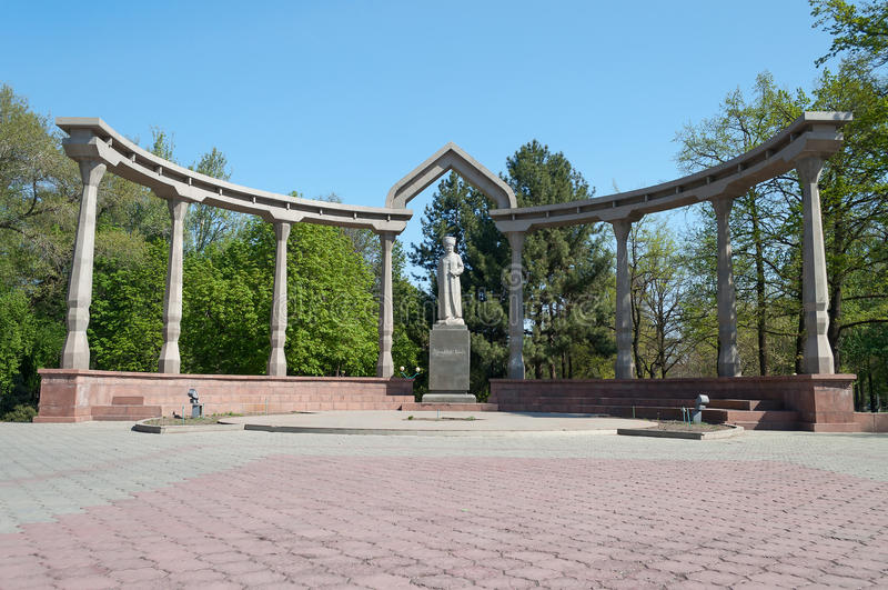Kurmanjan Datka纪念碑 库存图片