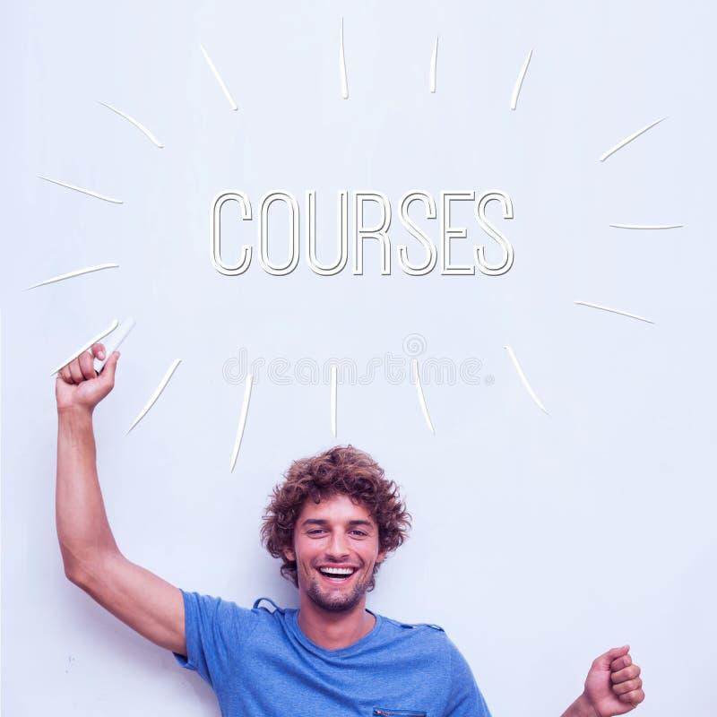 Kurser mot hållande krita för lycklig student royaltyfri foto