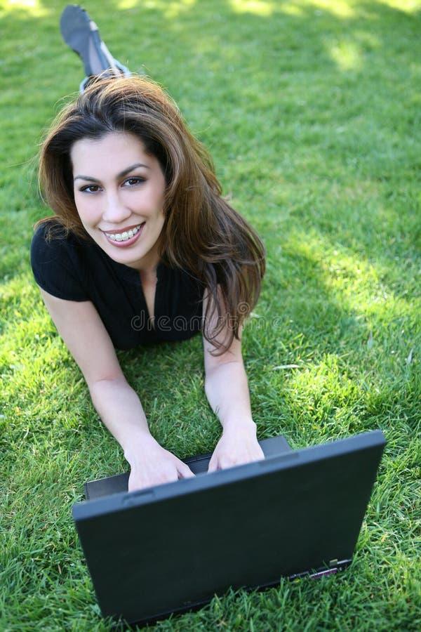 Kursteilnehmer mit Laptop lizenzfreies stockbild