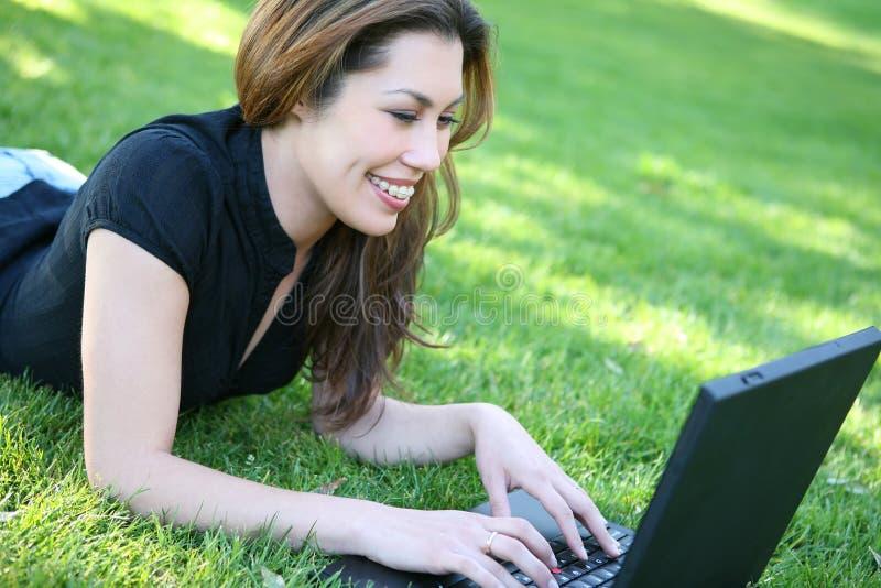 Kursteilnehmer mit Laptop lizenzfreie stockbilder