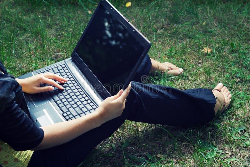 Kursteilnehmer mit Laptop. stockfoto