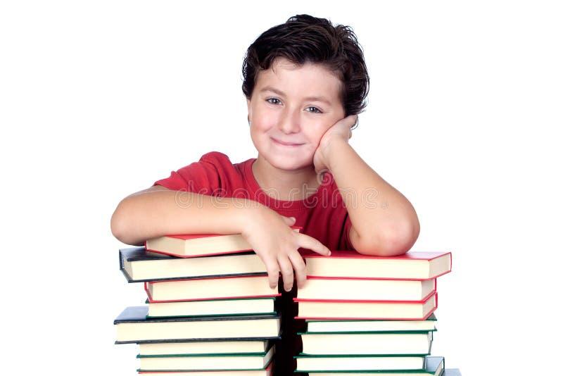Kursteilnehmerkind mit vielen Büchern lizenzfreie stockfotos