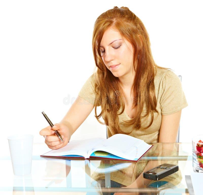 Kursteilnehmermädchen mit Notizbuch stockbild
