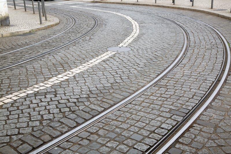 Kurve auf Tram-Bahn; Lissabon stockfotos