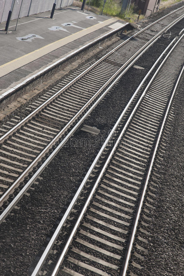 Kurve des Eisenbahn-Bahngleises stockfotos