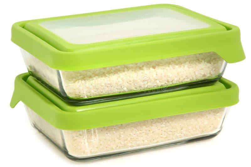 Kurzes Korn-weißer Reis in den Glasvorratsbehältern lizenzfreies stockfoto