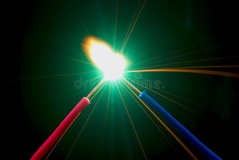 Kurzschluss stockbild. Bild von lichtbogen, funken, ableiter - 28044321