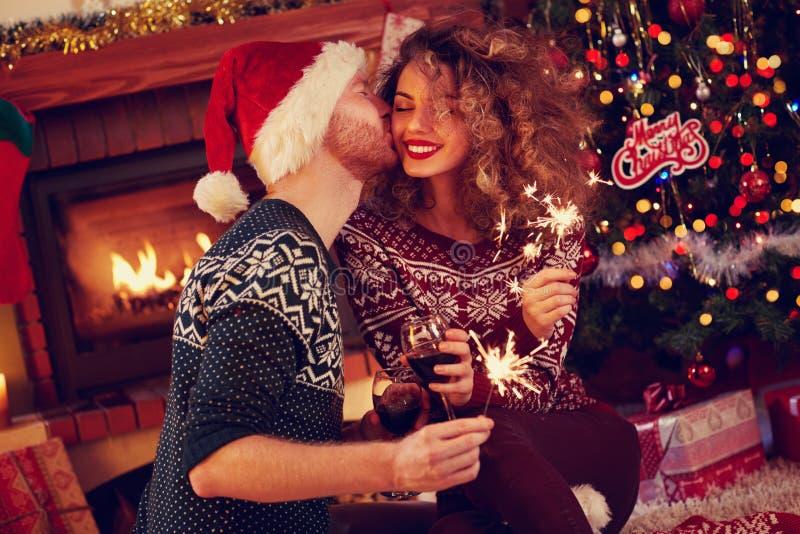Kus voor gelukkige Kerstmis stock afbeeldingen