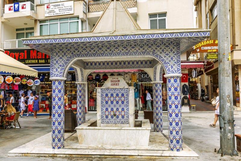 Kusadasi, die Türkei, 05/19/2019: Traditionelles Gebäude für das Waschen auf einer Stadtstraße stockfoto