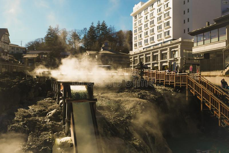 Kusatsu Onsen es las aguas termales que son populares entre los turistas pues viajan a la región de Kanto foto de archivo libre de regalías
