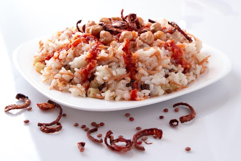 Kushari - comida egipcia imagenes de archivo