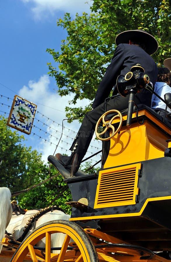 Kusk i chaufförplatsen av vagnen, Sevilla Fair, Spanien royaltyfri fotografi