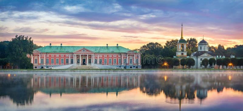 Kuskovo庄园全景在日出的在莫斯科,俄罗斯 库存图片